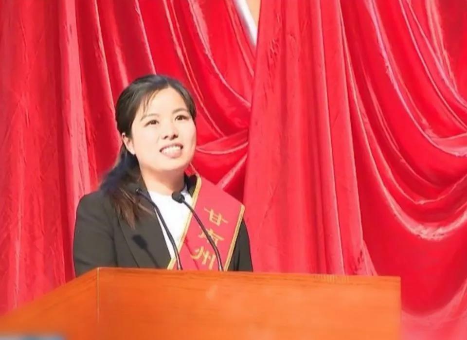 """坚守中国共产党人的初心和使命――合作市掀起向""""全国优秀共产党员""""张小娟同志学习热"""