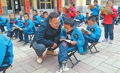 《人民日报》报道――合作市:丹正道吉,这个校长不一样